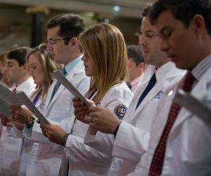 Medical students at White Coat Ceremony read their oath